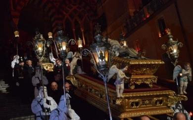 la-processione-del-cristo-morto-ad-amalfi-tra-fed-131062