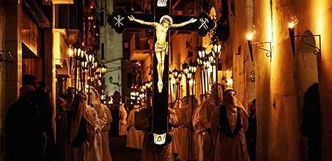 la-processione-del-cristo-morto-ad-amalfi-tra-fed-131063