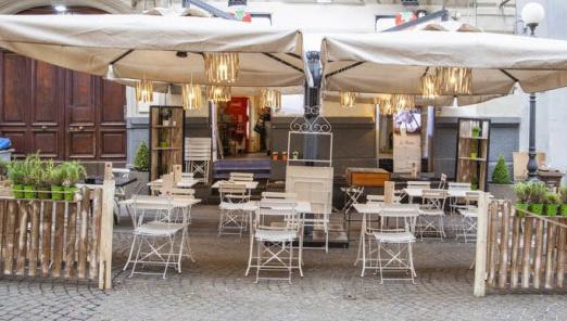 pizz-a-street-merliani_tavolini_esterni