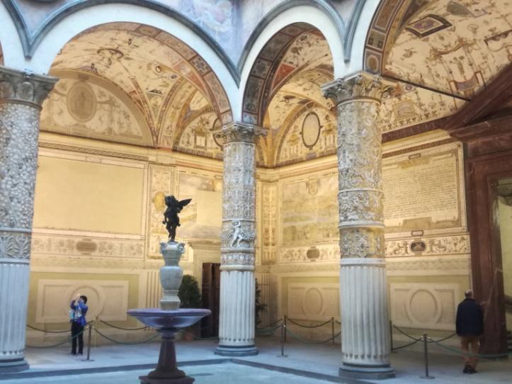 Cortile d'ingresso di palazzo Vecchio in piazza della Signoria