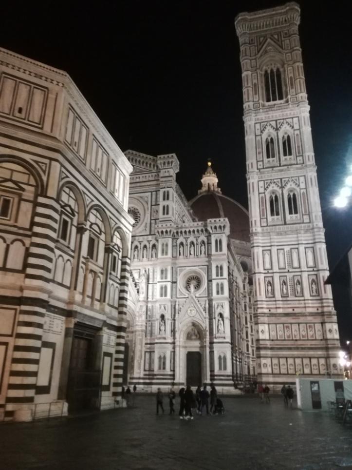 Santa Maria del Fiore di notte con il battistero e il campanile di Giotto