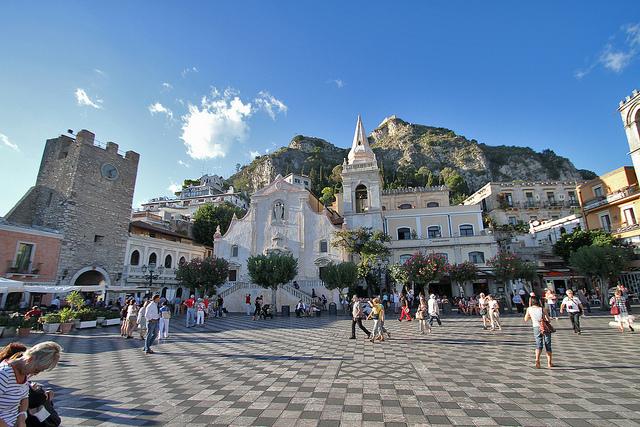 Taormina-piazza-IX-Aprile