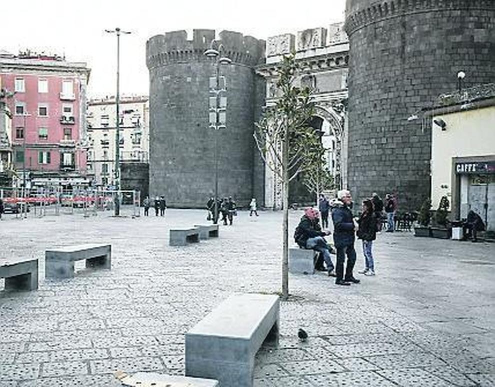 Questa immagine ha l'attributo alt vuoto; il nome del file è porta_capuana_napoli.jpg