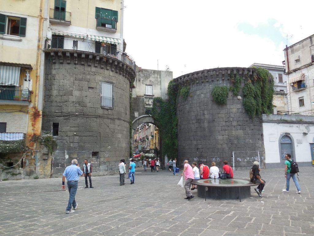 Questa immagine ha l'attributo alt vuoto; il nome del file è portanolana_napoli.jpg