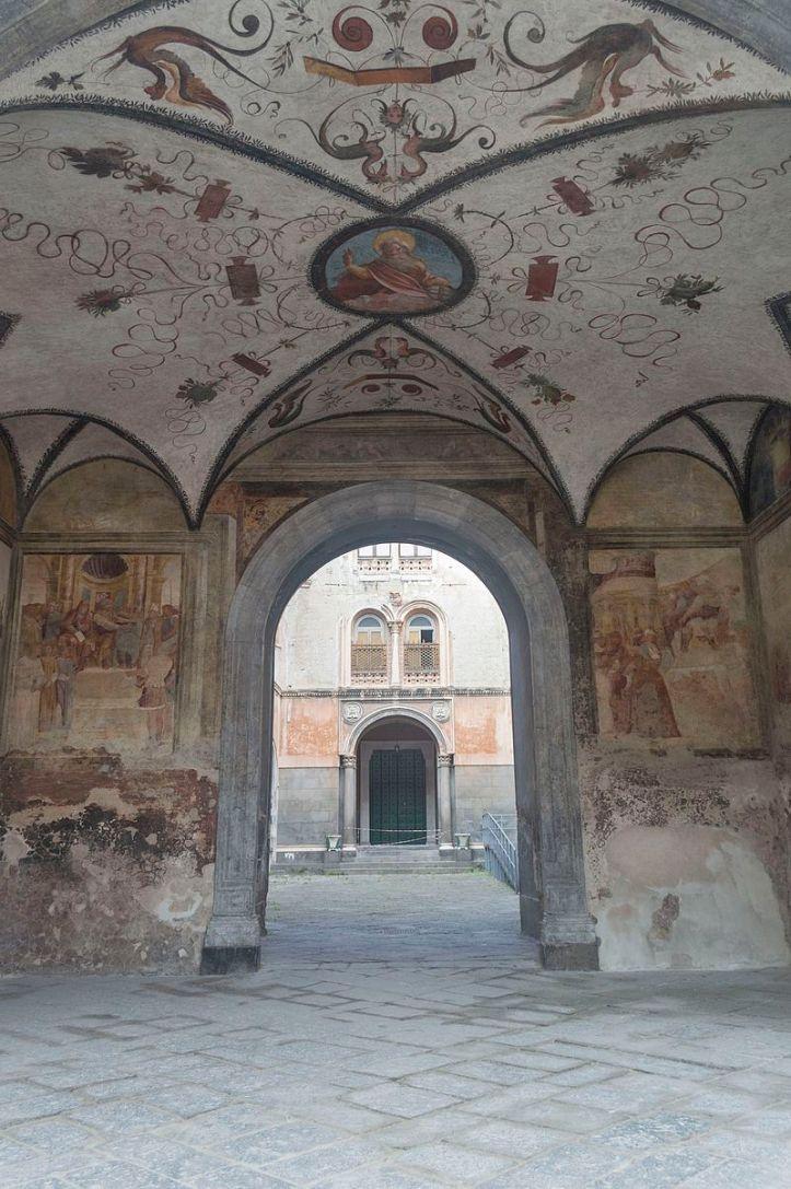 portico affrescato_san_gennaro_fuori_le_mura